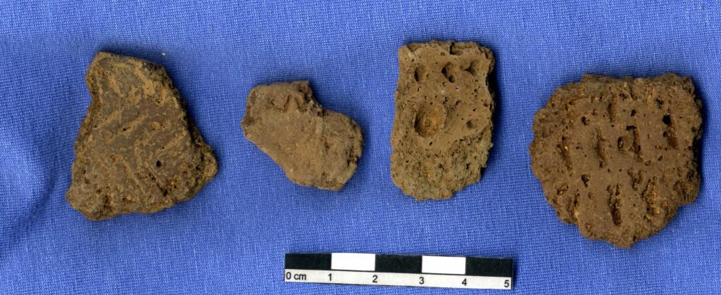 Mellanneolitisk gropkeramik från Kränglan. Det porösa godset har bildats av att leran magrats med kalkhaltigt material, t ex kalksten eller brända ben. Foto: Fredrik Andersson