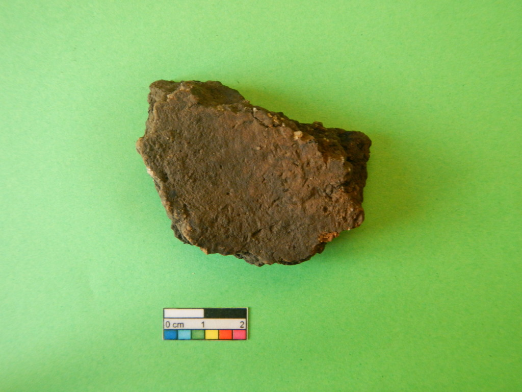 Ett föremål av keramik hittat i en härd.
